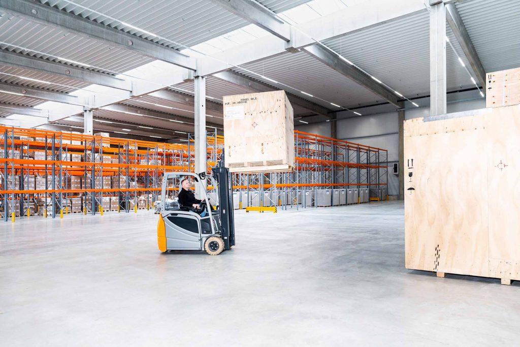 Ulmschneider Logistik & Spedition Gabelstapler Kisten